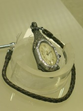 Pipa-shaped watch